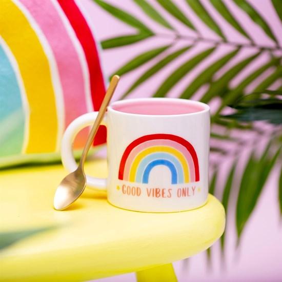 Hrnek Chasing Rainbows Good Vibes Only_5