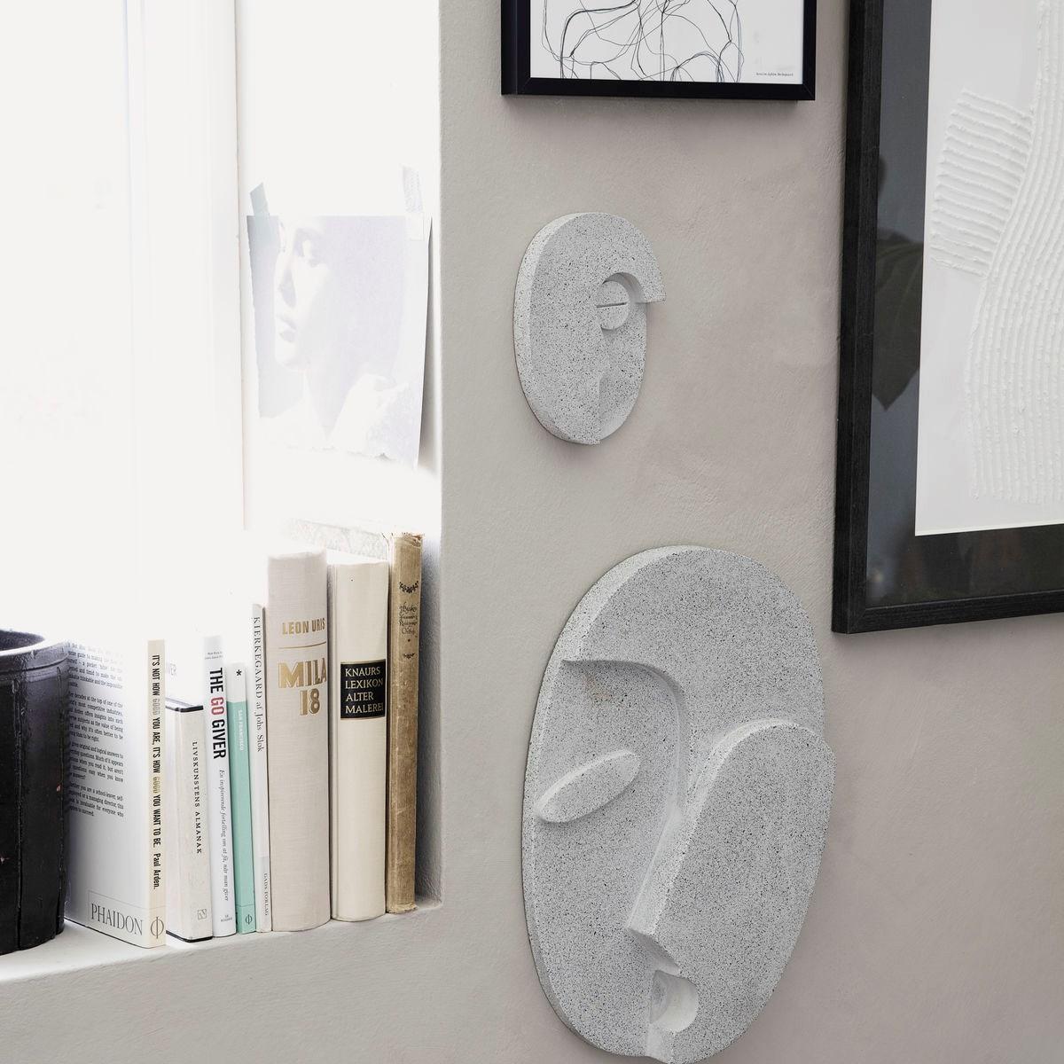 Nástěnná dekorace FACE šedá 32 cm_1