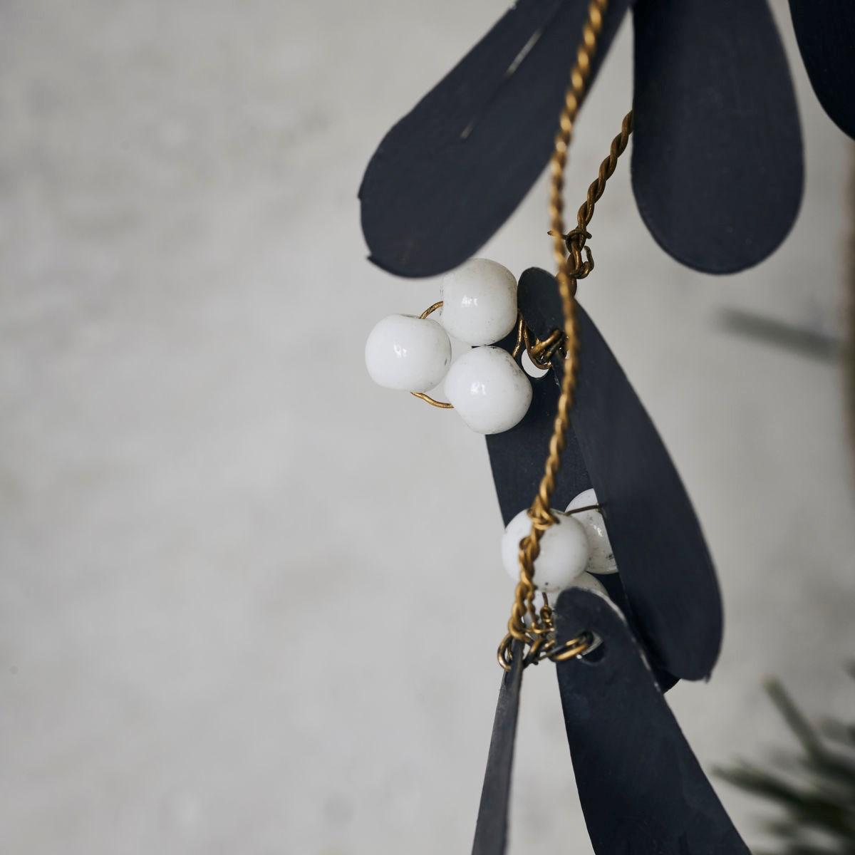Dekorace jmelí s korálky MISTLETOE 15 cm černá_2