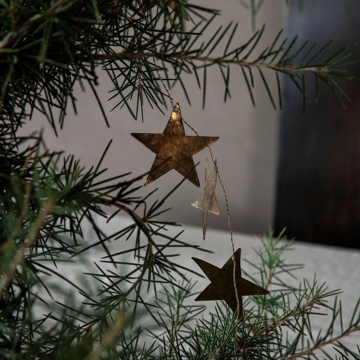 Kovová girlanda hvězdy STARS 250 cm mosazná_2