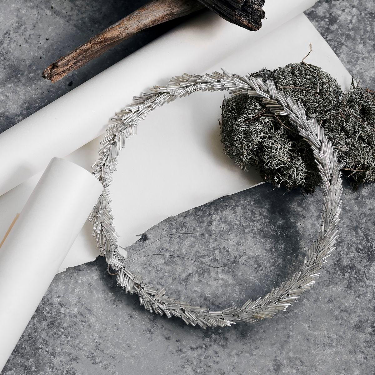 Věnec ze skleněných korálků CIRCLE P.20 cm stříbrný_1
