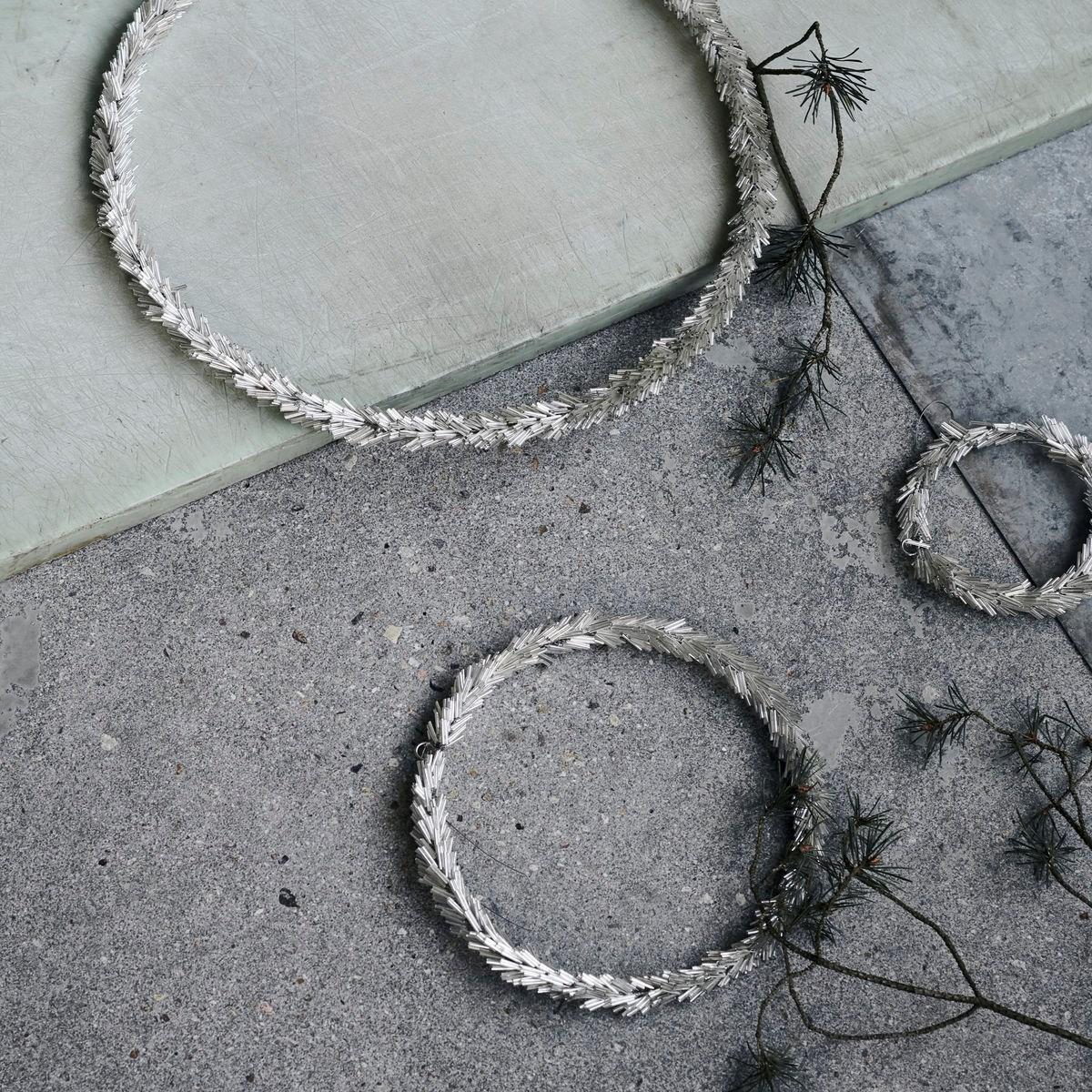 Věnec ze skleněných korálků CIRCLE P.36 cm stříbrný_3
