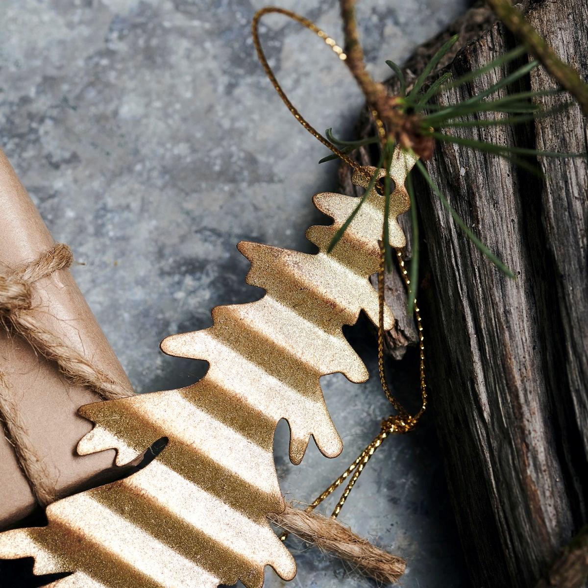 Dekorace plech. strom TREE zlatý_2
