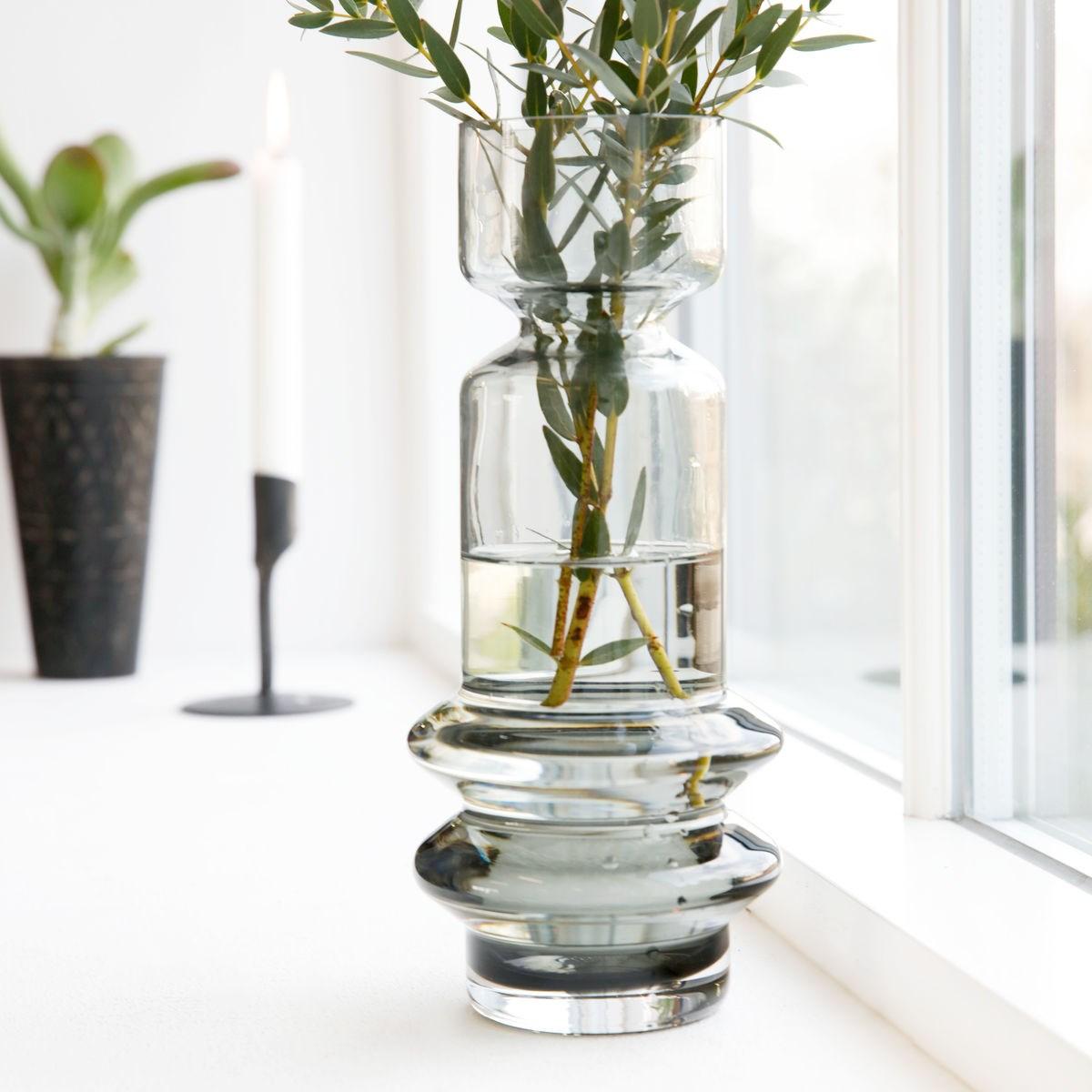 Skleněná váza SAPA kouřově šedá_3