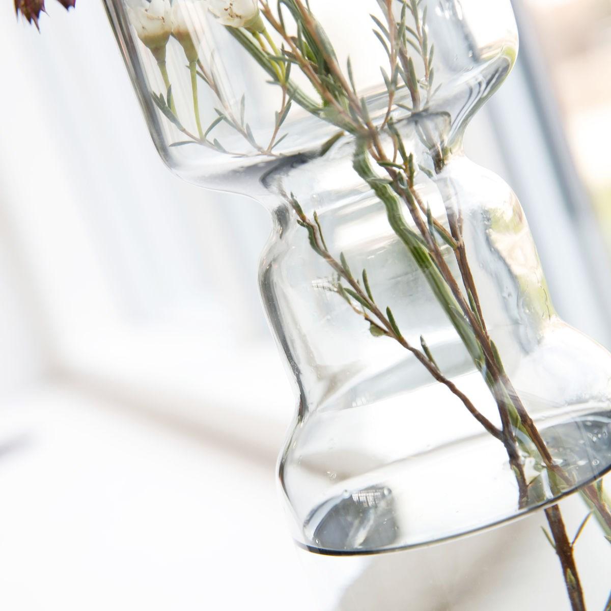 Skleněná váza CINTH kouřově šedá_2