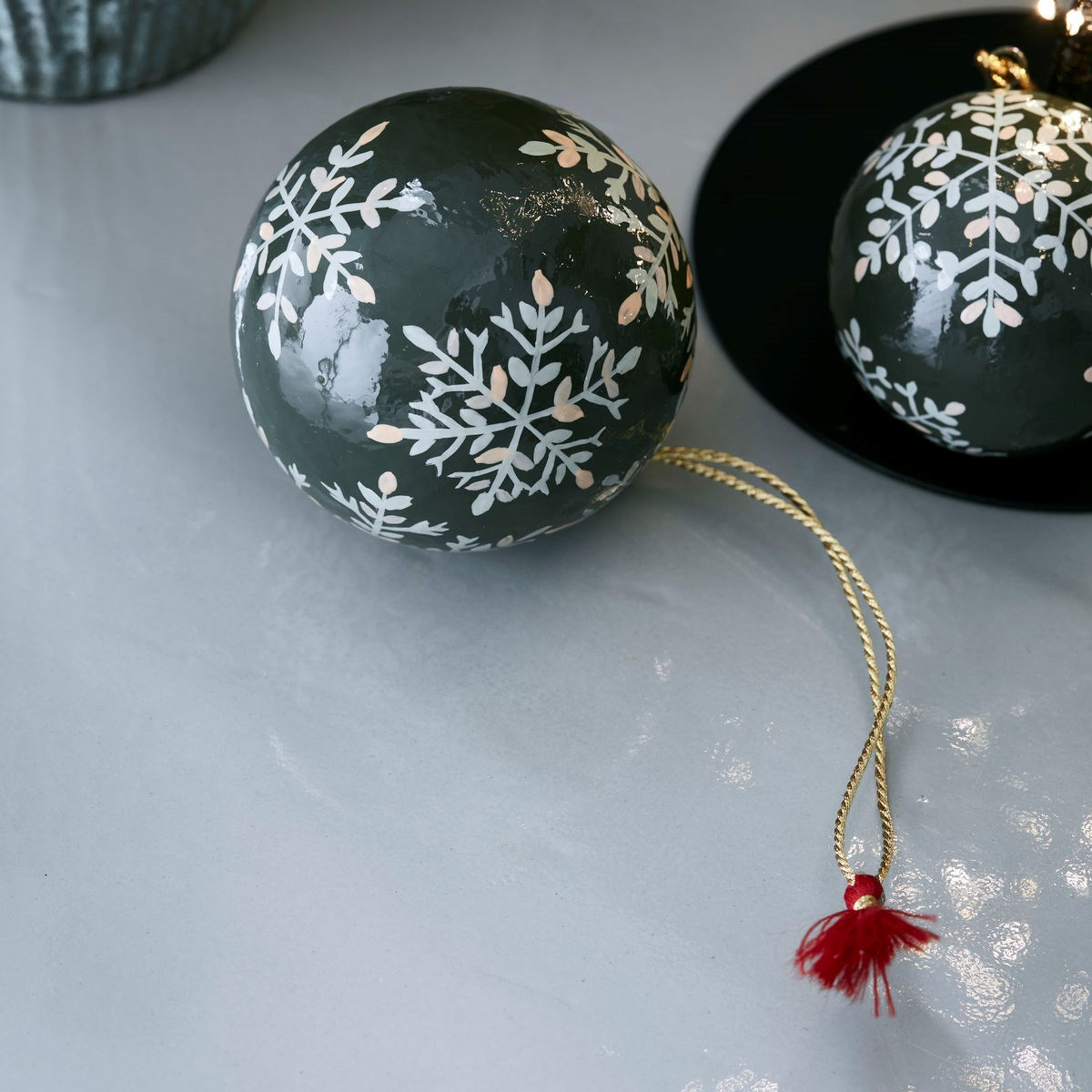 Vánoční ozdoba MACHE 8 cm koule zelená_0